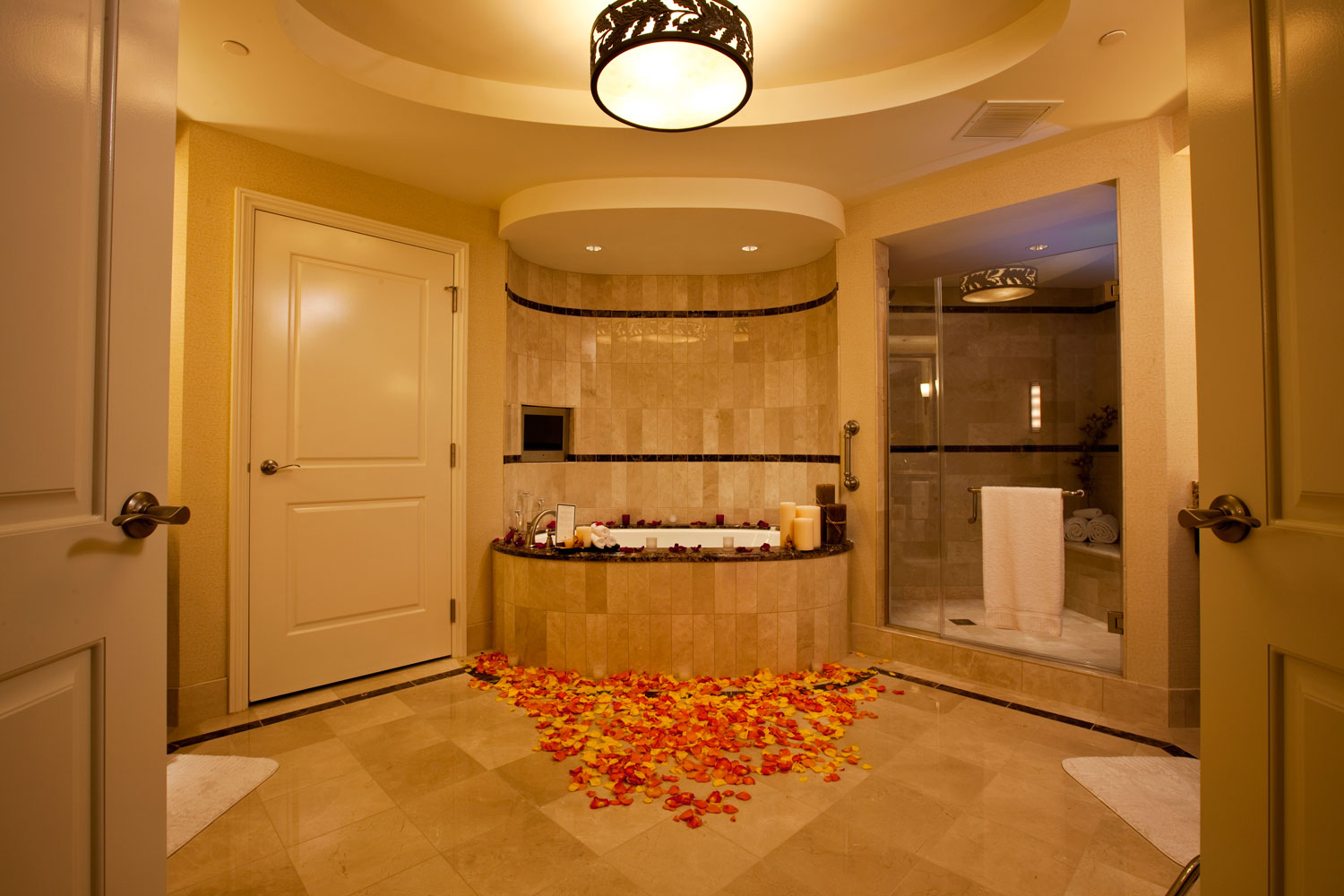 Request our signature No Limit Service to pre-schedule a bath drawn for you during your stay.